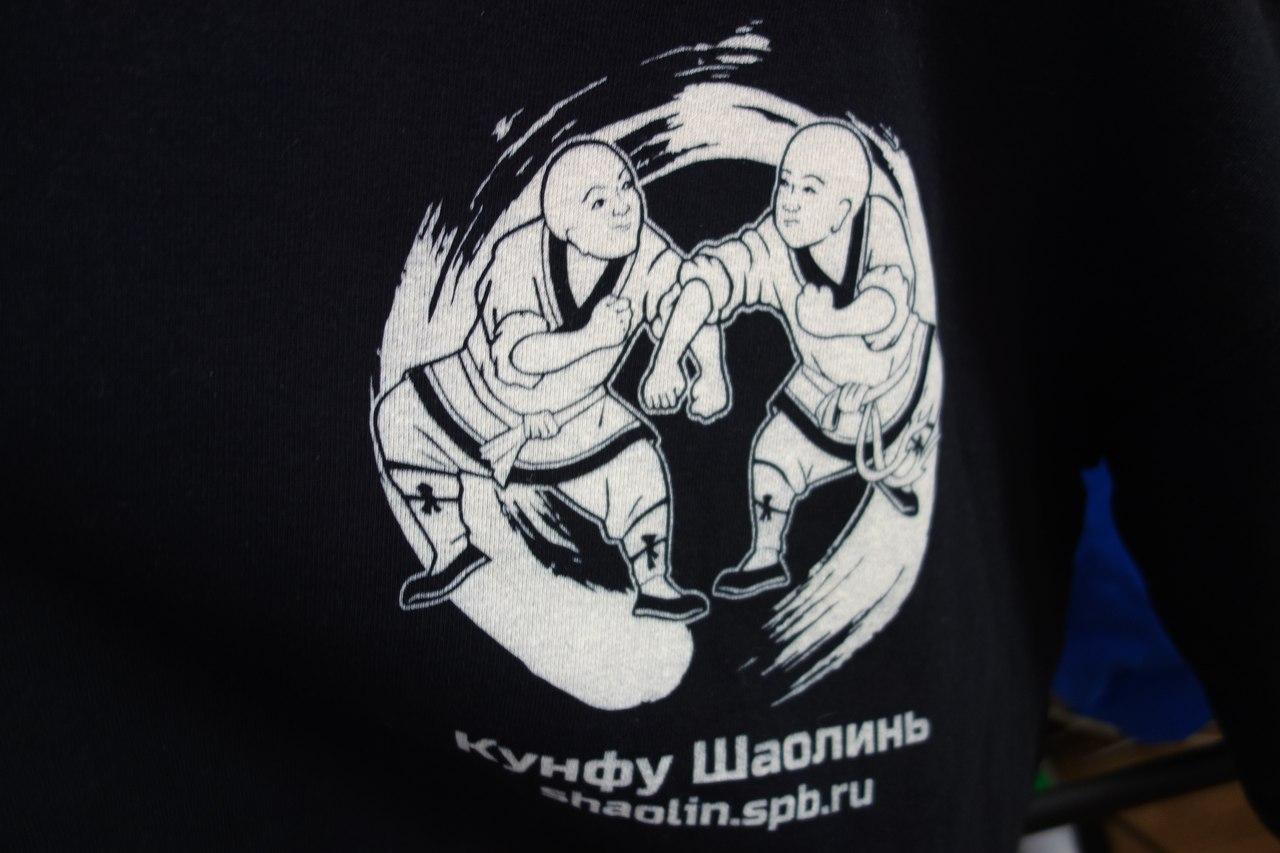печать на футболках худи